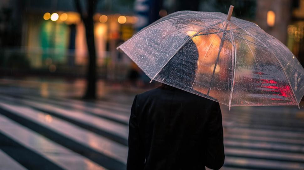 Alasan Orang Jepang Menyukai Payung Transparan