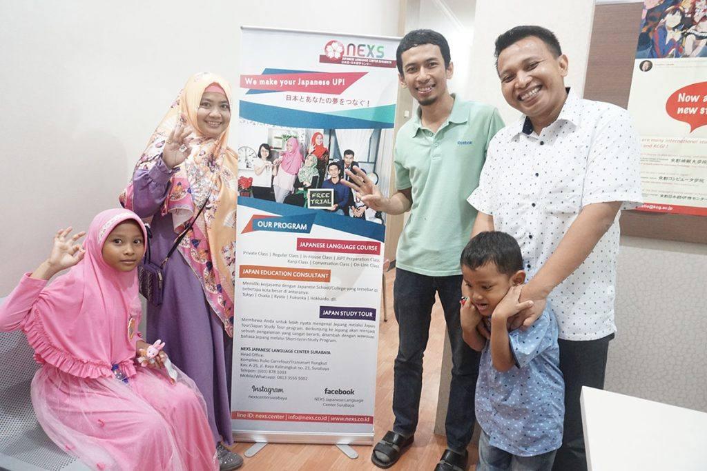 NEXS kedatangan pakar slide indonesia, Pak Dhonny dan keluarga