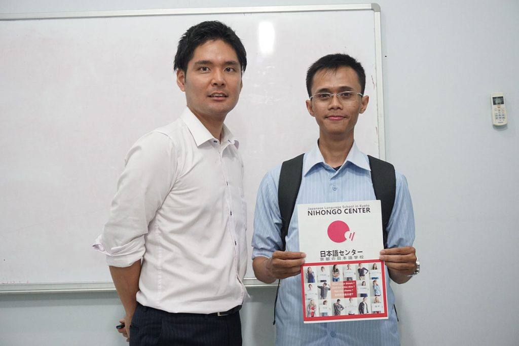 Shina-san bersama Mr. Ueda dari Kyoto Nihongo Center